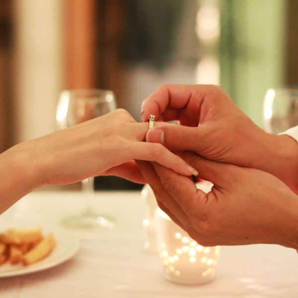 мне сделал предложение выйти замуж знакомый