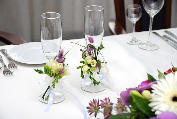 Украшение бокалов цветами
