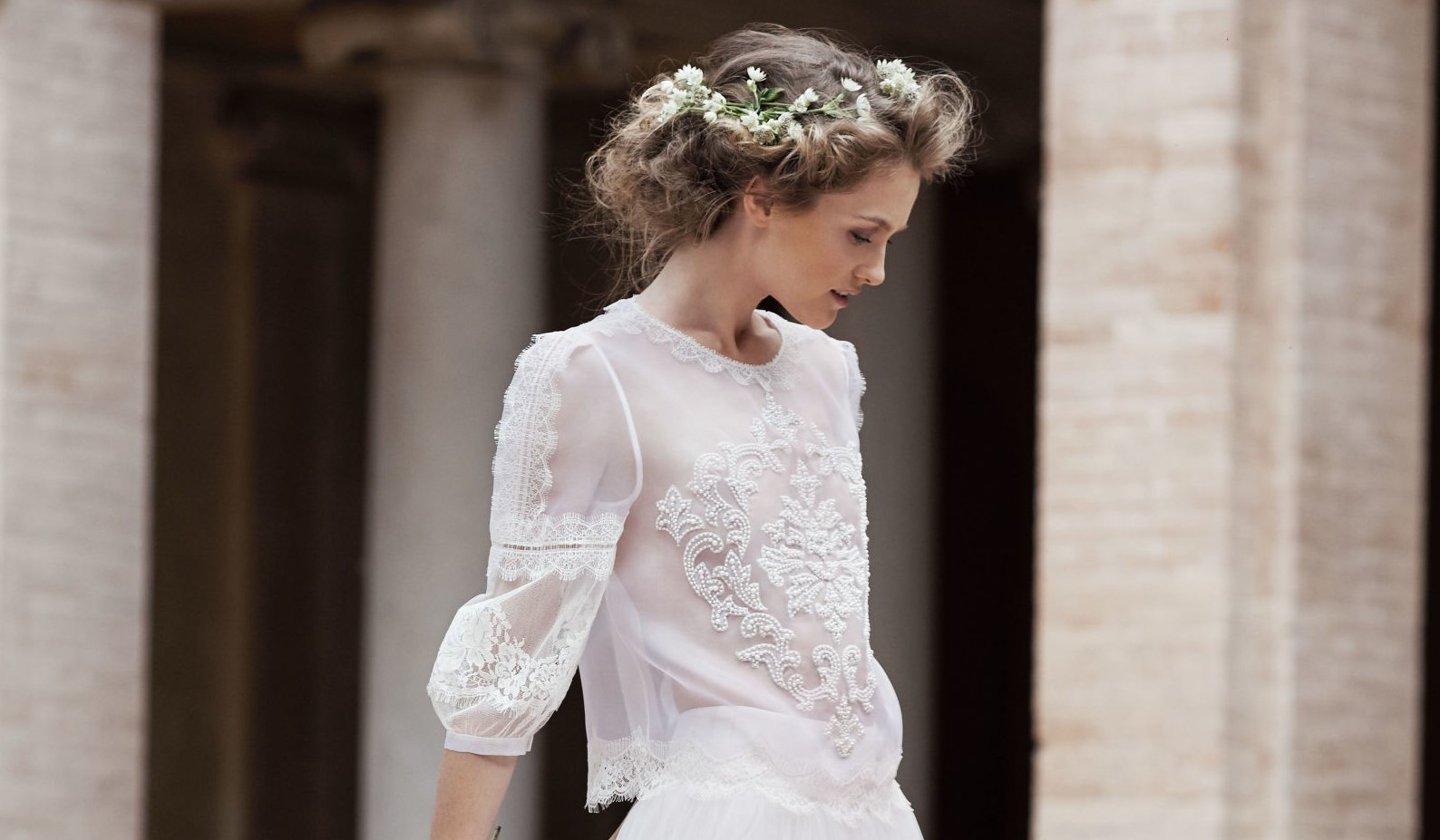 5b738a80ef61611 ... что чувствуется в новой коллекции свадебных платьев Alberta Ferretti.  Последние детища известного итальянца отсылают нас назад к 20 годам  прошлого века ...