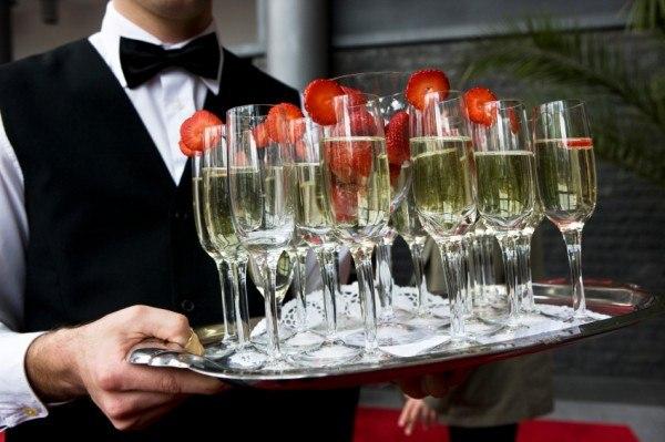 5 способов подать шампанское на свадьбе изоражения